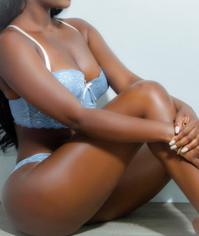 Curvy black escort independent